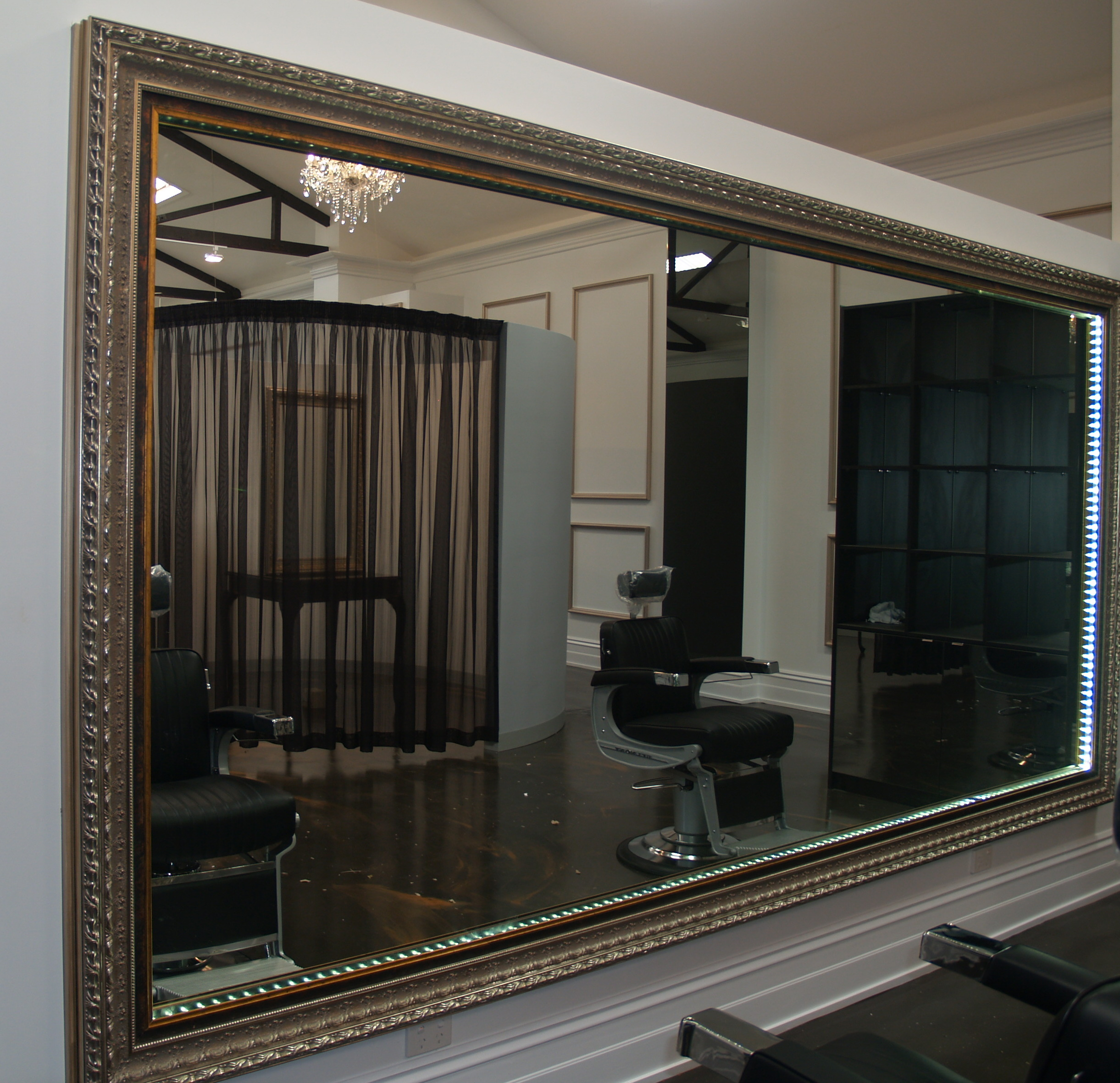 Mirror framing and specialised frames for mirrors